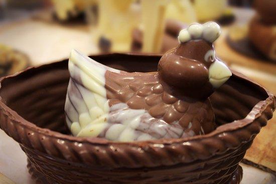 uccello e nido di cioccolato