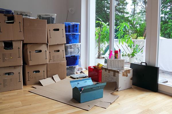 Stanza piena di scatole