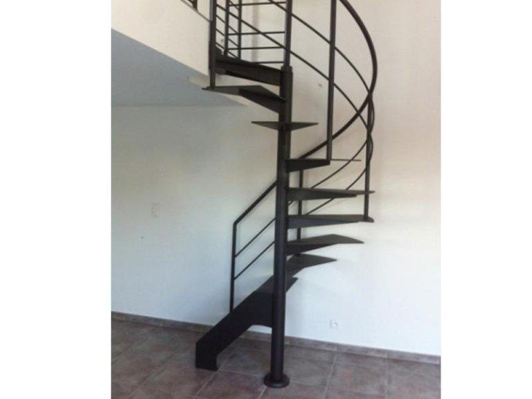 Progettazione scale a chiocciola per arredo roma for Casa scala a chiocciola