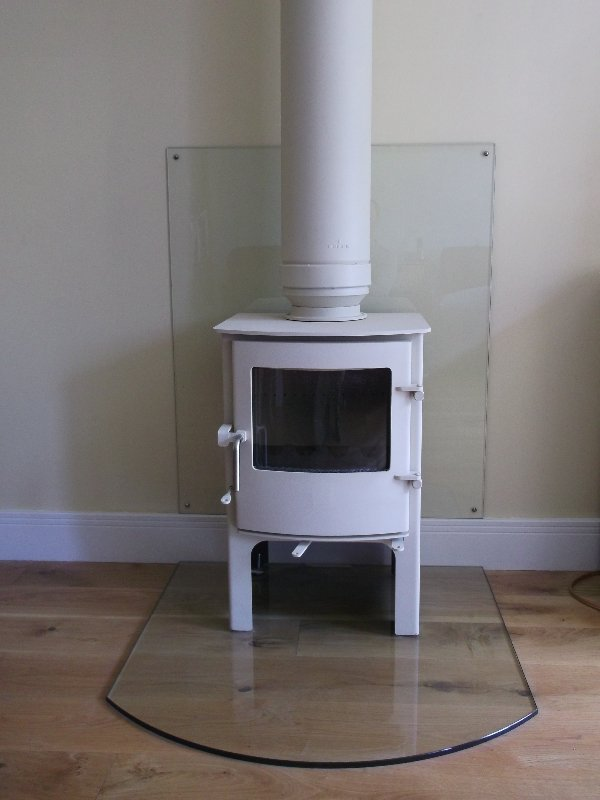 Wood burning stove and flue pipe