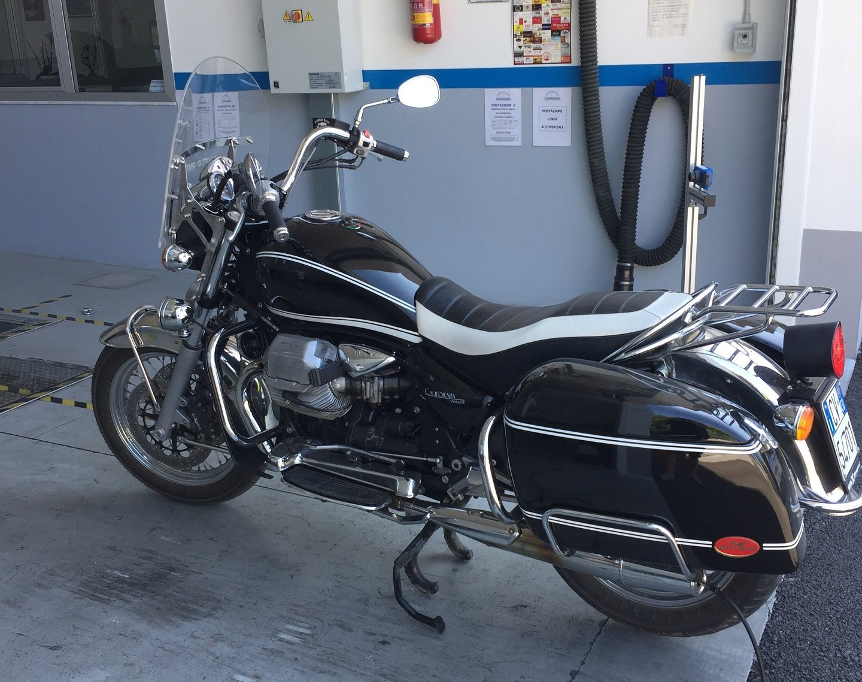 Motocicletta parcheggiata