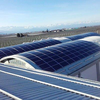 dei pannelli solari su dei tetti
