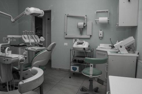 Presso lo studio della Dott.ssa Faenzi si eseguono controlli e visite a carattere odontoiatrico.