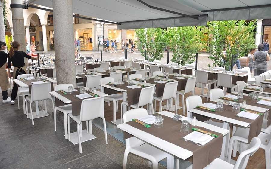 ristorante con spazio esterno