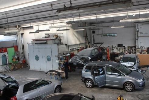 riparazioni auto con attrezzi