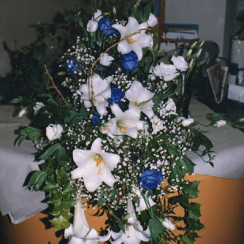 composizione con verde e fiori