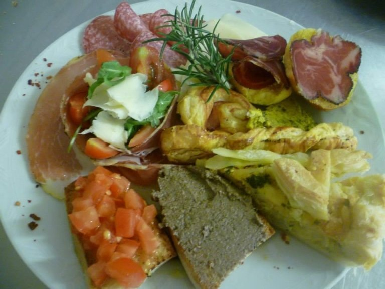 antipasto crostini
