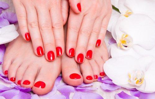 smalto per unghie rosso