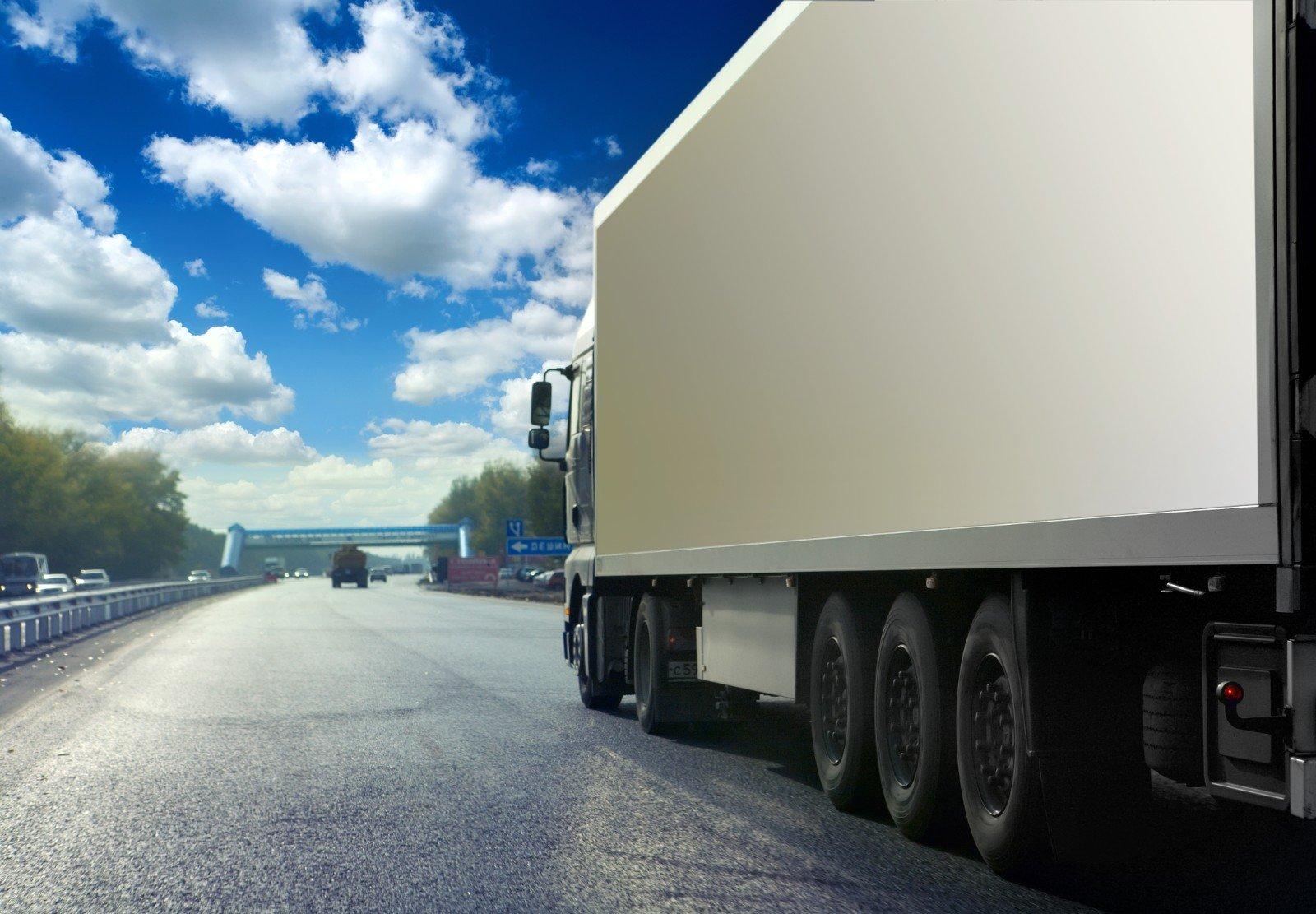 Vista del camion a la autostrada