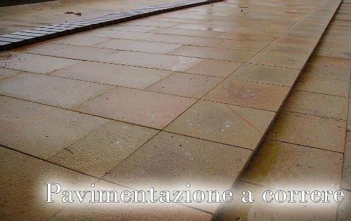 una pavimentazione a correre di color beige