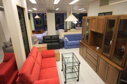 vendita divani, mobili in legno su misura