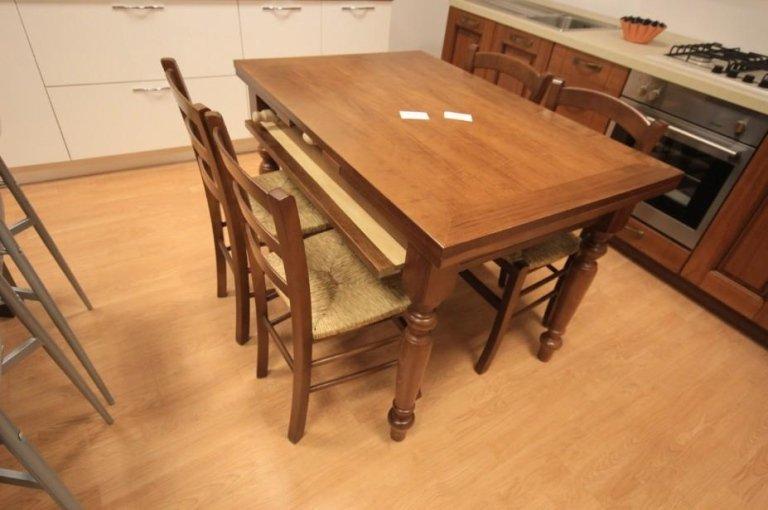 tavolo classico con spianatoia
