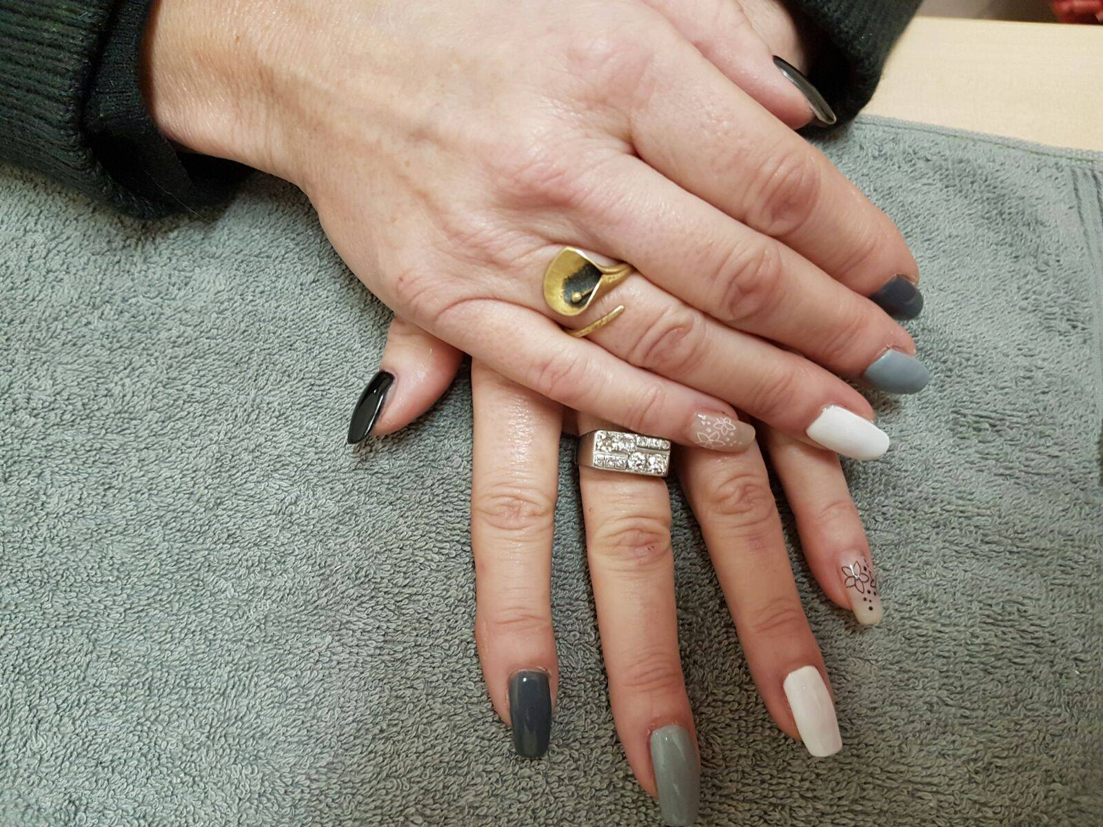 mani dopo trattamento unghie
