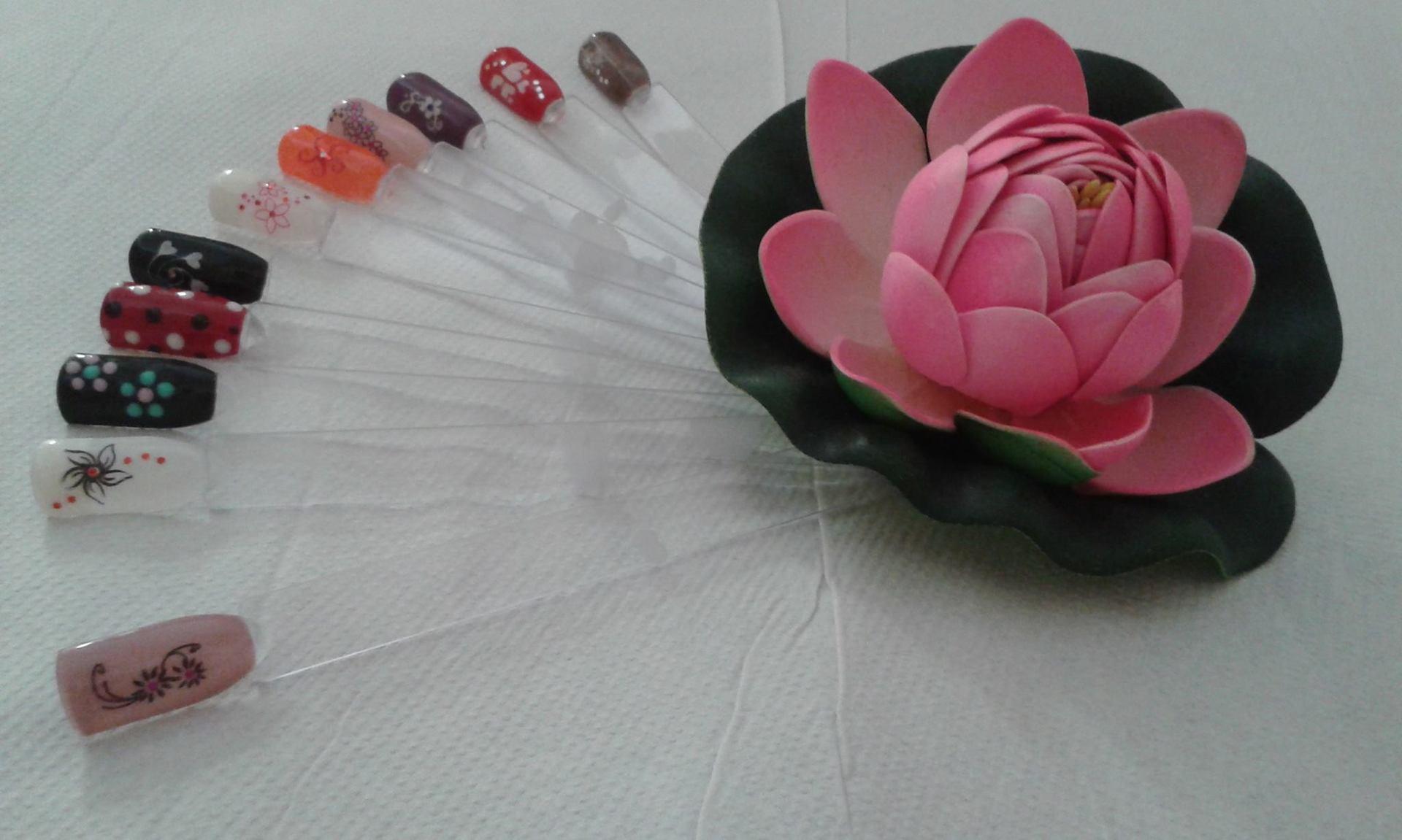 campioni di unghie finte colorate