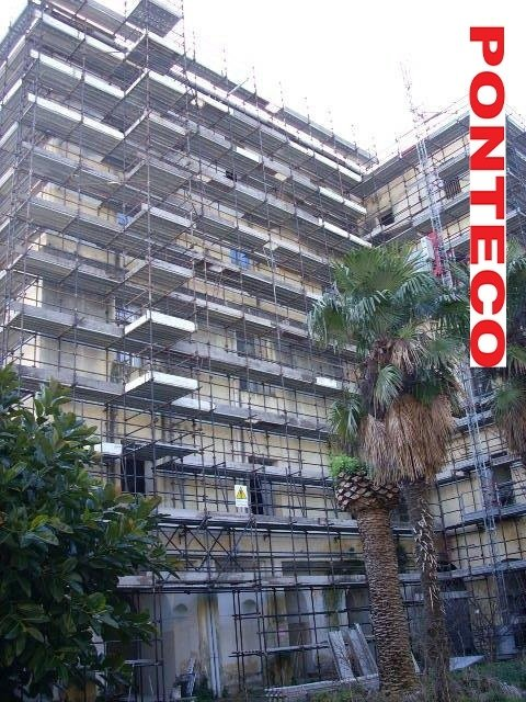ponteggio manutenzione edificio in muratura