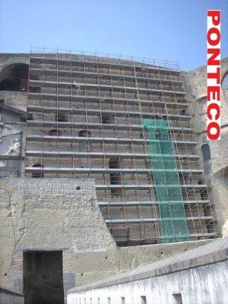 ponteggio manutenzione pareti di tufo