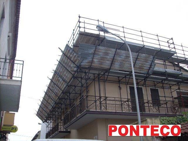 ponteggio a sbalzo da balconata