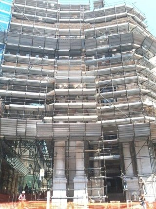 ponteggio di servizio edificio monumentale