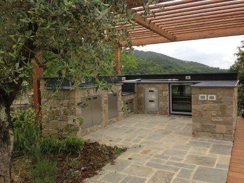 cucina esterna da giardino con tettoia in legno