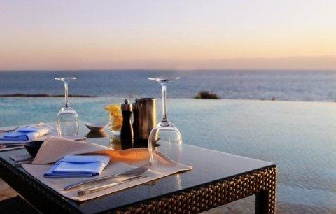 albergo con ristorante sul mare