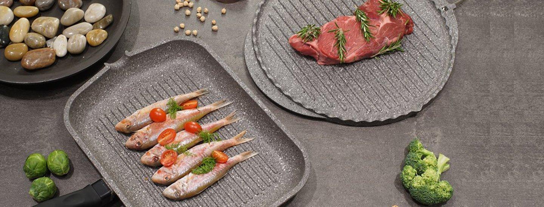 due padelle con griglia antiaderente per la cottura di carne e pesce