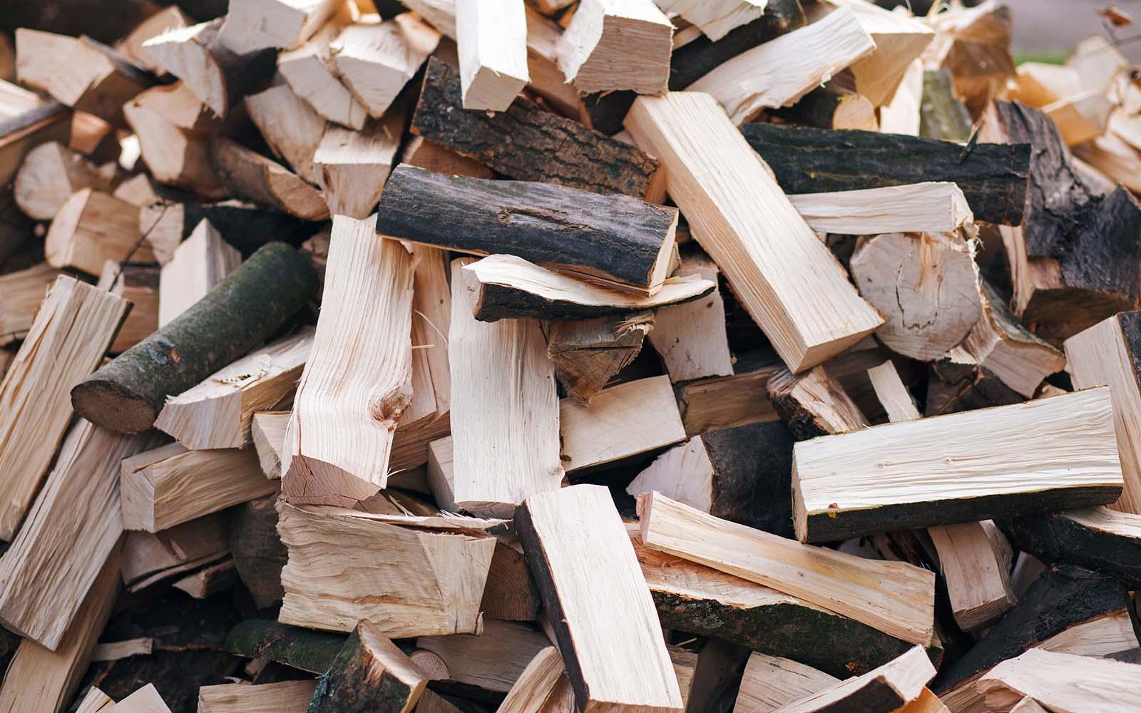 la vendita e il commercio di legna da ardere di essenza forte, proveniente da boschi certificati di faggio, rovere e carpino