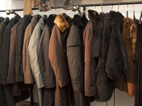 Il nostro laboratorio crea cappotti con pelliccia sfoderabile, adatti ad ogni stagione.