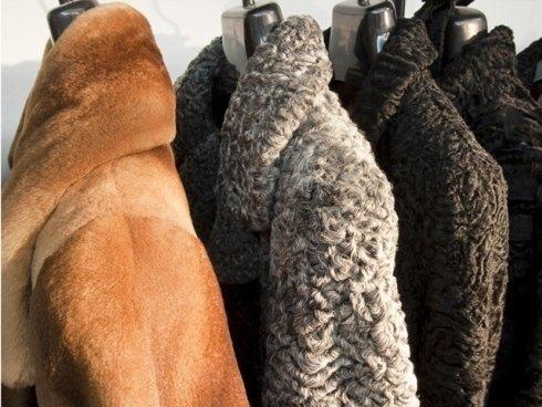 Oltre a creare e a vendere pellicce su misura, effettuiamo la pulizia e la rimessa a modello dei vostri capi.