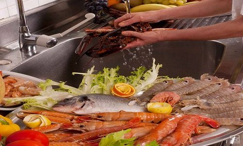 delle linguine con pesce misto