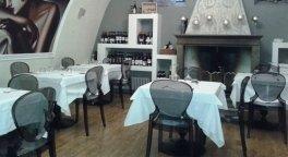 pizzeria con forno a legna, ristorante con specialità carne, steak house