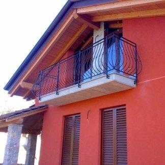casa rossa con terrazza in soffitta