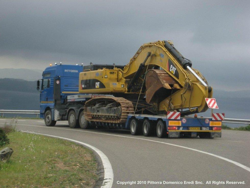 camion durante trasporto mezzo pesante