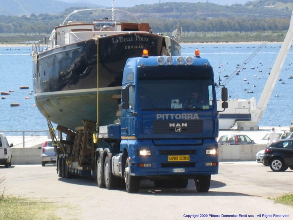 trasporto di una nave con camion