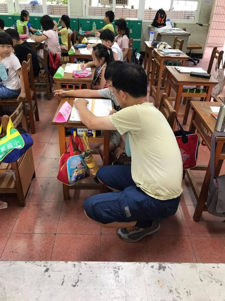 二○一四年,俐雅為南部特教學校性侵案,在教育部前開記者會 。 圖片提供/黃俐雅