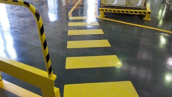 Segnaletica industriale su pavimenti