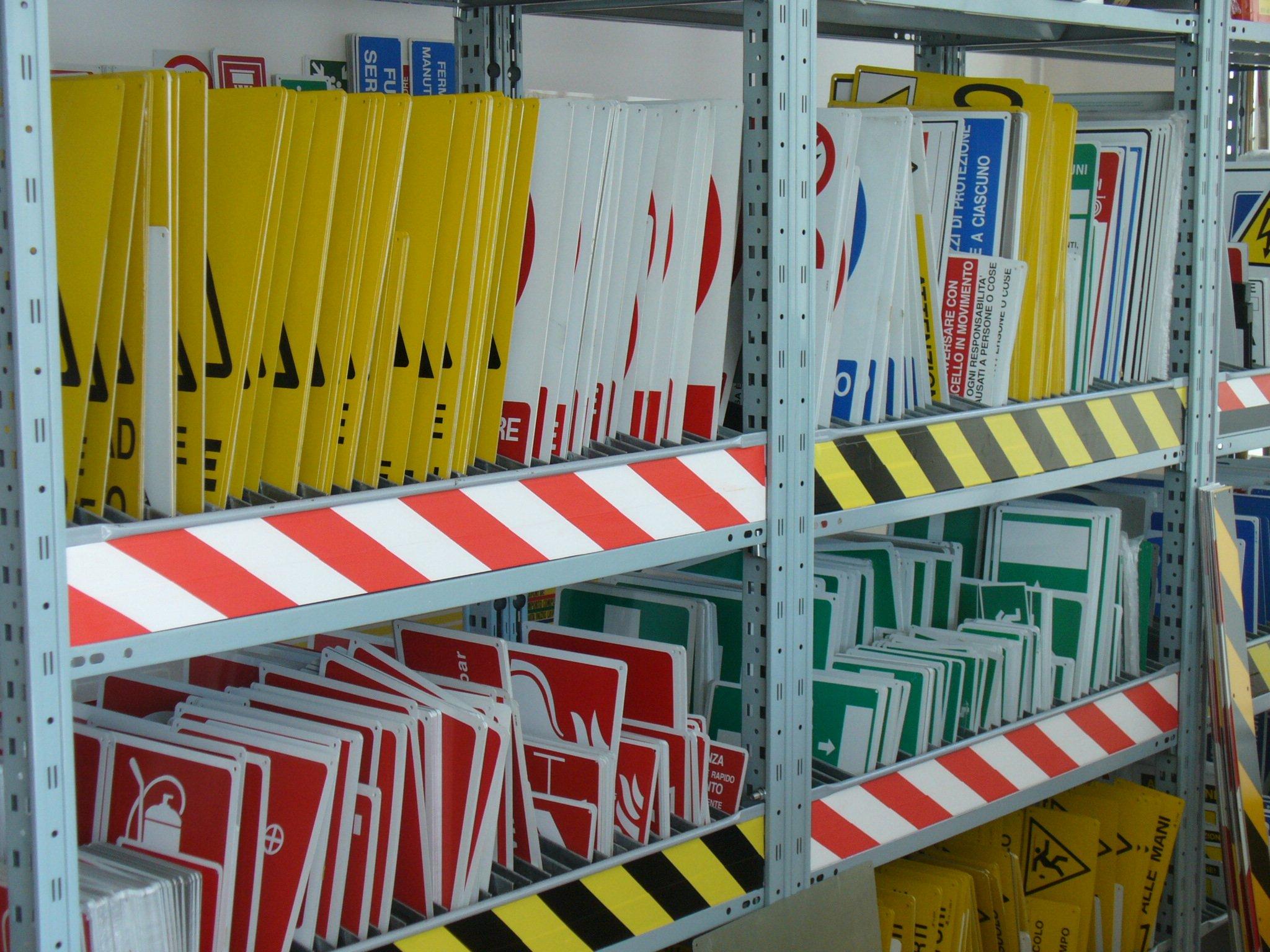 Operai al lavoro con i segnali a Santa Maria Capua Vetere