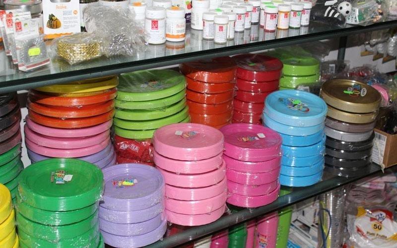 piattini colorati per feste