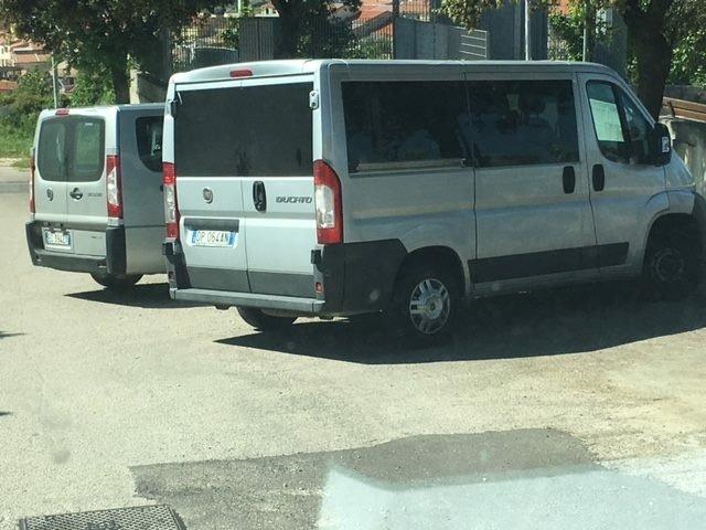 minibus parcheggiati