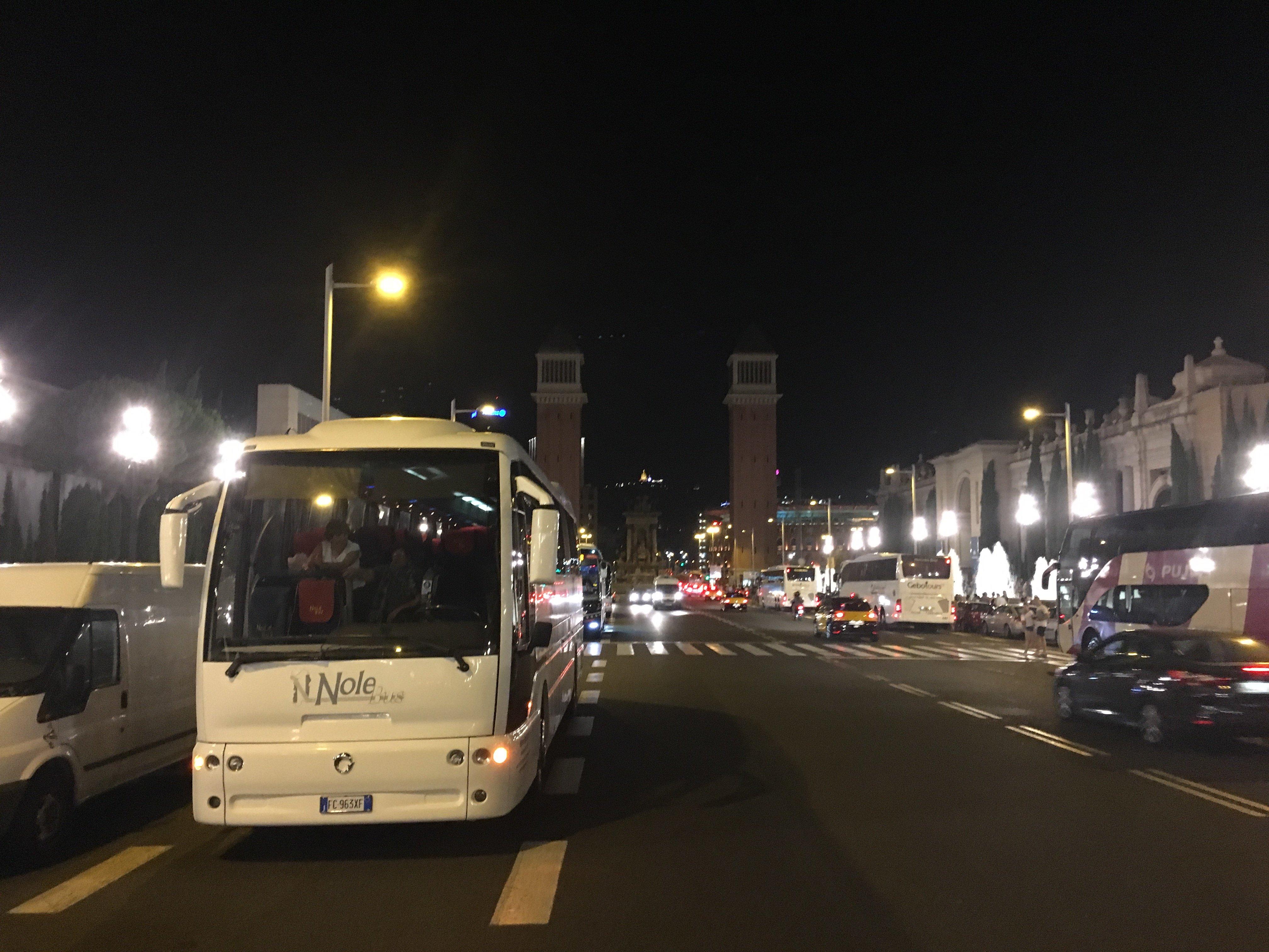 autobus in viaggio di notte Nolobus
