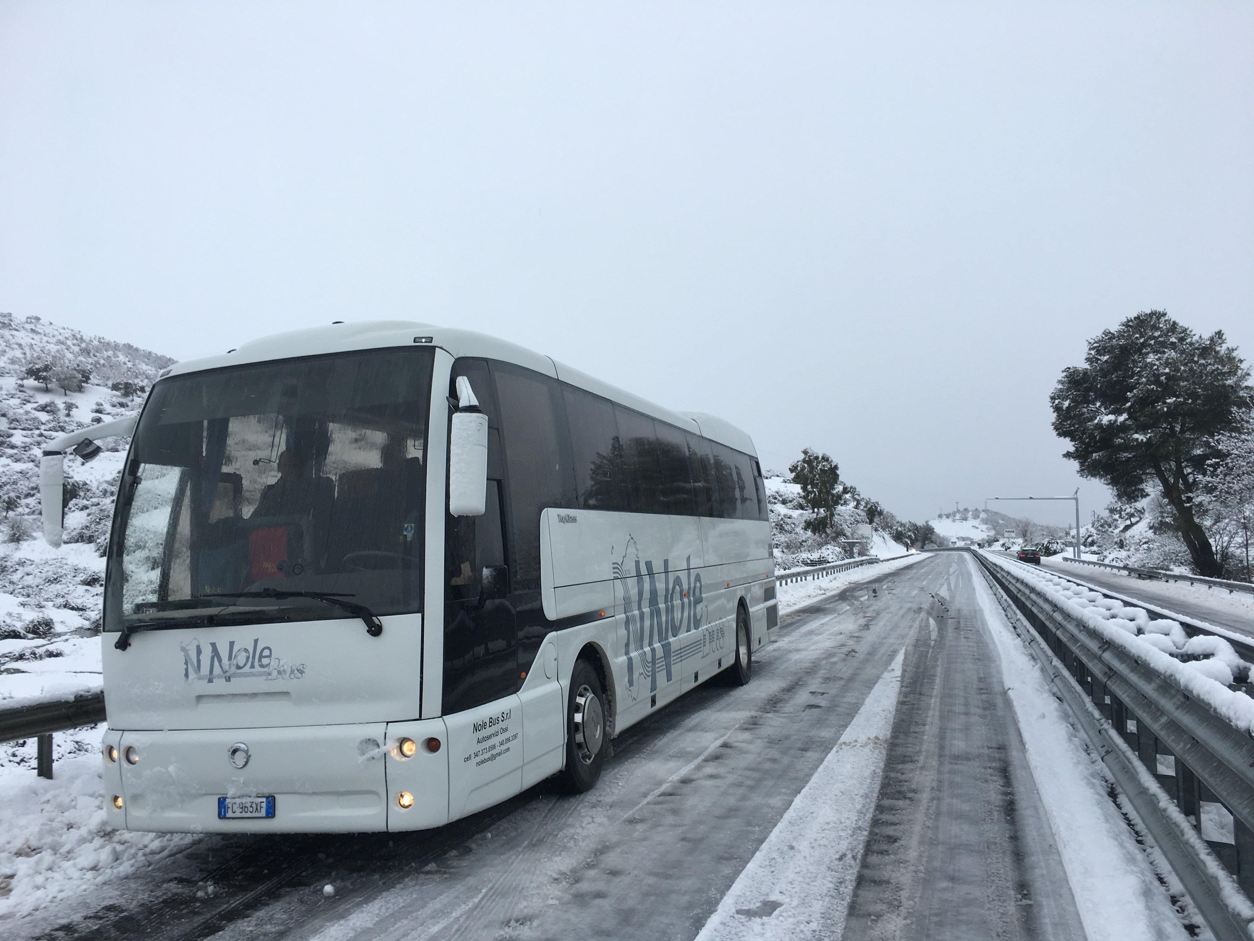 autobus nella neve Nolebus