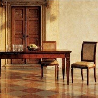 Tavolo e sedie in legno massello
