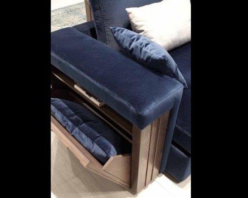 Particolare vano contenitore divano
