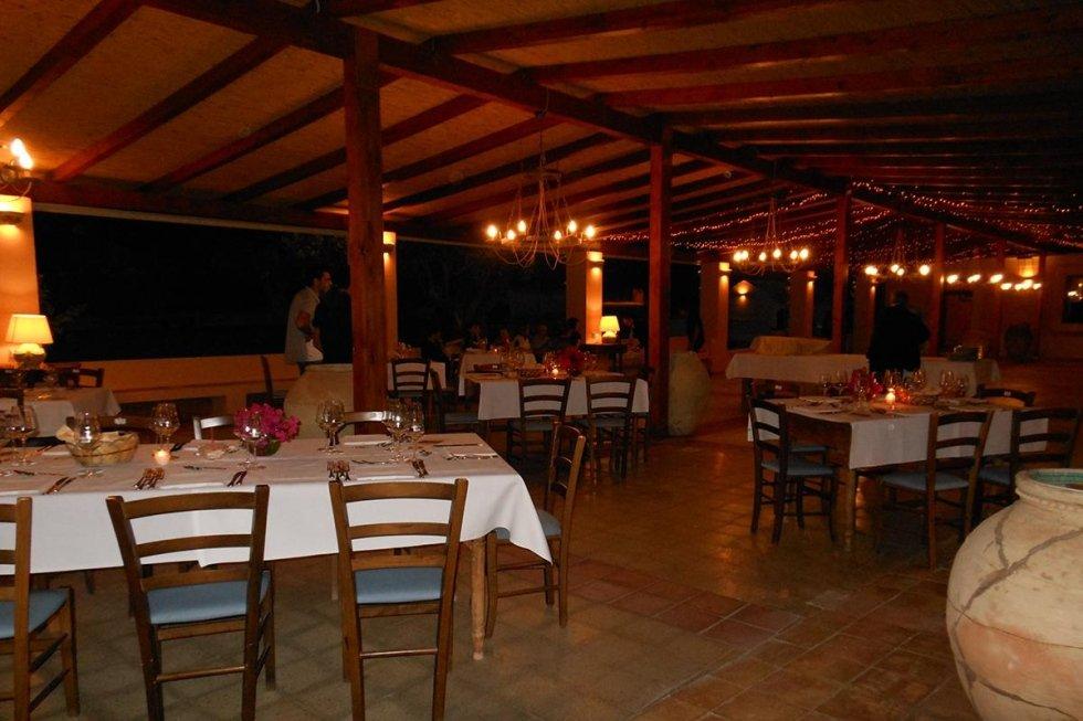 restaurant with garden