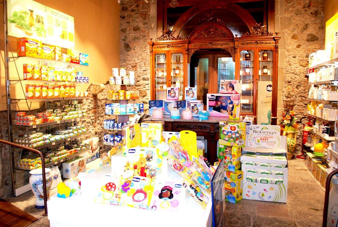 assortimento prodotti biologici per l infanzia e la cura del corpo