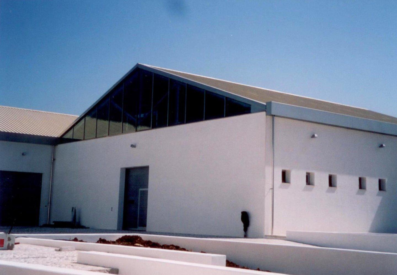 vista esterna di una fabbrica
