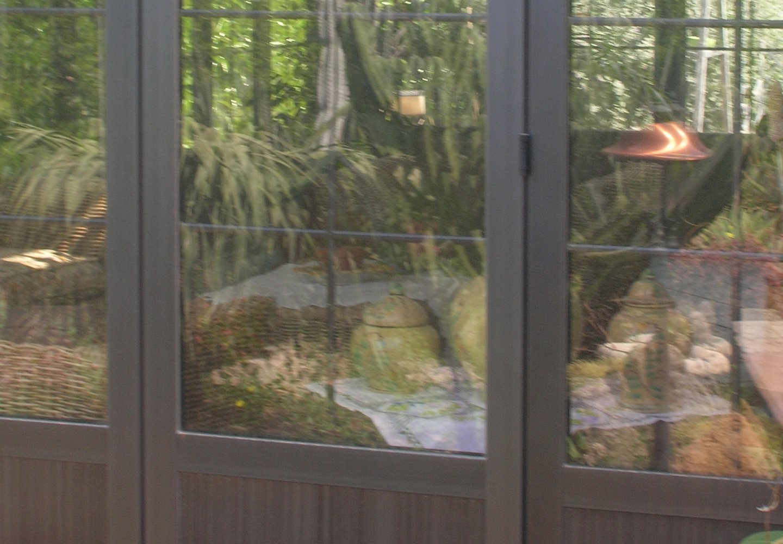 finestra in alluminio con vista sul giardino