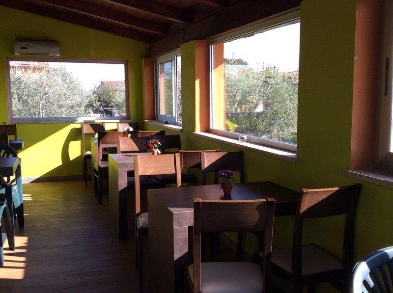 tavoli della paninoteca Maxi Panino