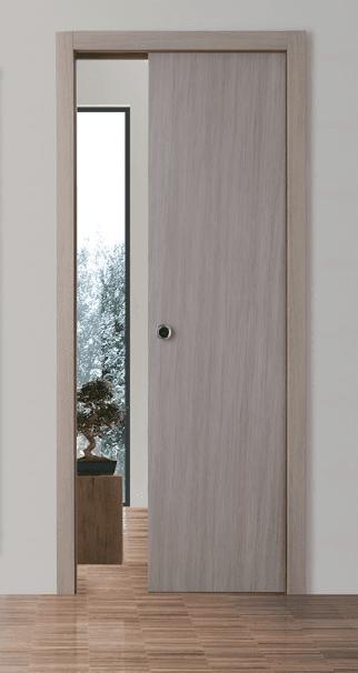 porta bianca aperta