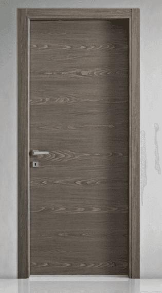 vista frontale di una porta grigia