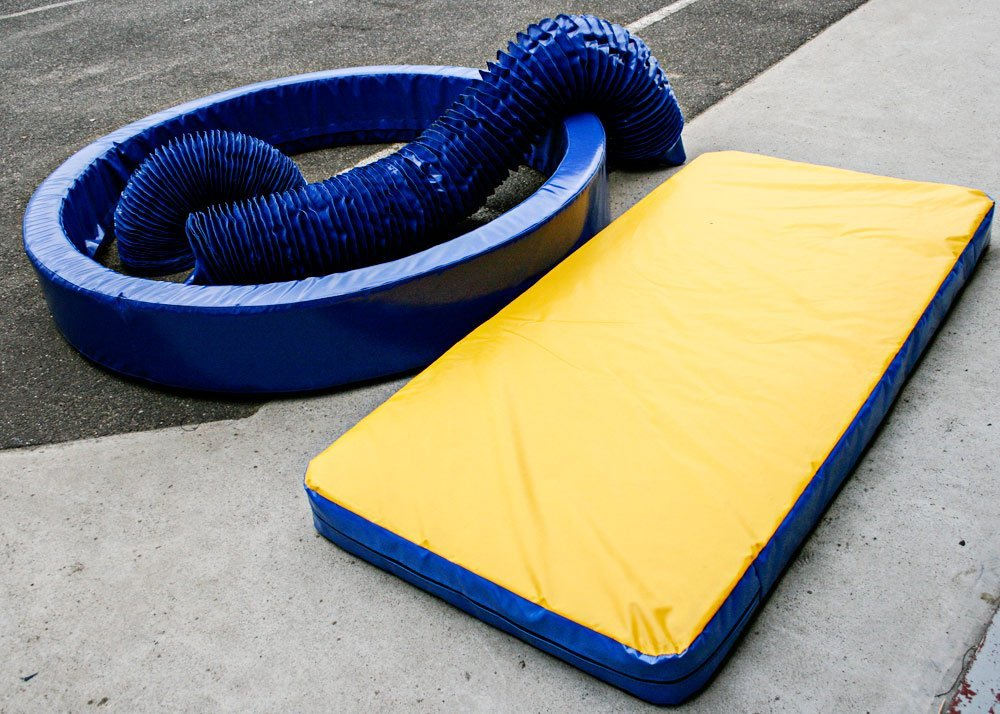 blue flexible connections and yellow padded mat